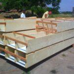 V případě dřevostavby patrového domu se začínají hned montovat také panelové podlahy.
