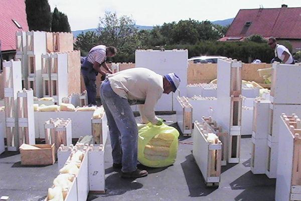 Výstavba RD Citice-výstavba domu na klíč !! Detailní fotogalerie stavby  !! | Vnitřní příčky jsou vyplněny protihlukovou izolací vatou-dnes jsou již použity bloky polystyrenu do vnitřních modulů,která spolu se vzduchovou mezerou tvoří dokonalou protihlukovou bariéru - Vnitřní příčky jsou vyplněny protihlukovou izolací vatou-dnes jsou již použity bloky polystyrenu do vnitřních modulů,která spolu se vzduchovou mezerou tvoří dokonalou protihlukovou bariéru