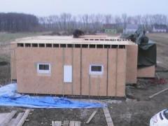 Laťování venkovní ploch stěn pro fixaci a spojení řad modulů v jeden celek-venkovní  laťování po 50cm -zároveň tímto tvoříme pro vložení polystyrenové desky první části venkovního zateplení  domu