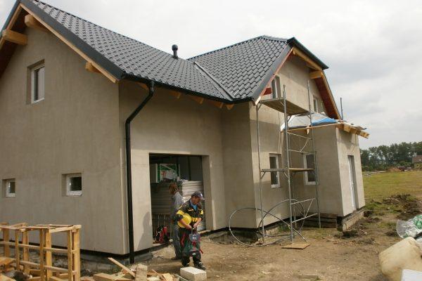 Výstavba RD Chomutov-výstavba domu na klíč -ÚED-Úsporně energetický dům-výplň modulů vatou | montáž střešní krytiny evrovlna tvar střešní tašky - montáž střešní krytiny evrovlna tvar střešní tašky
