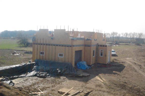 Výstavba RD Chomutov-výstavba domu na klíč -ÚED-Úsporně energetický dům-výplň modulů vatou | Osazeny garážová vrata a okna - Osazeny garážová vrata a okna
