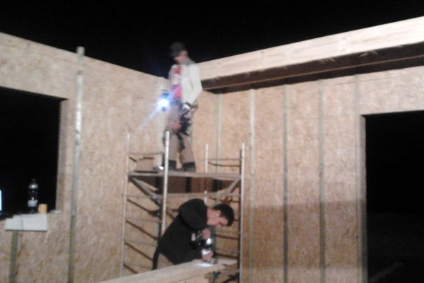 Výstavba RD Chomutov-výstavba domu na klíč -ÚED-Úsporně energetický dům-výplň modulů vatou | Pracujeme i večer-Postavené  7- řad modulů cca 3 1/2 hodiny práce -umístění překladů nad okna a dveře - Pracujeme i večer-Postavené  7- řad modulů cca 3 1/2 hodiny práce -umístění překladů nad okna a dveře