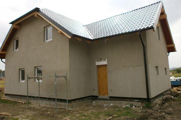 Výstavba RD Chomutov-výstavba domu na klíč -ÚED-Úsporně energetický dům-výplň modulů vatou | střešní konstrukce kompletně položena - střešní konstrukce kompletně položena