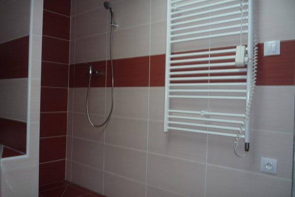 Výstavba RD Citice-výstavba domu na klíč !! Detailní fotogalerie stavby  !! | dokončovací práce-osazení koupelnového žebříkového radiátoru - dokončovací práce-osazení koupelnového žebříkového radiátoru