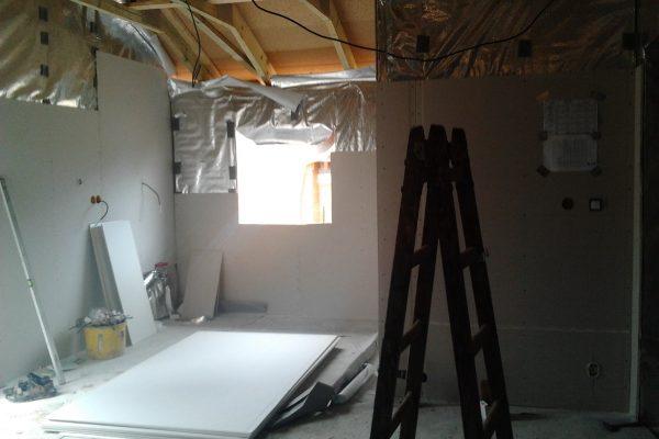 Výstavba RD Citice-výstavba domu na klíč !! Detailní fotogalerie stavby  !! | Montáž dilatačních latí na reflexní folii (na latě) a montáž sádrokartonových konstrukcí - Montáž dilatačních latí na reflexní folii (na latě) a montáž sádrokartonových konstrukcí
