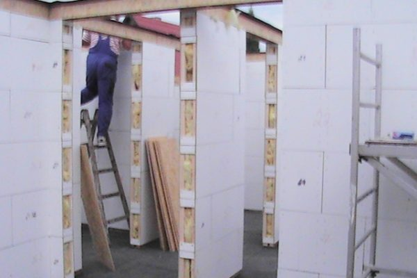 Výstavba RD Citice-výstavba domu na klíč !! Detailní fotogalerie stavby  !! | Pokládání věnců+sešroubování a dilatační izolace na věnce - Pokládání věnců+sešroubování a dilatační izolace na věnce