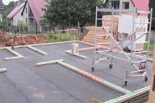 Výstavba RD Citice-výstavba domu na klíč !! Detailní fotogalerie stavby  !! | Založení základových prahů spolu s 1-řadou modulů - Založení základových prahů spolu s 1-řadou modulů