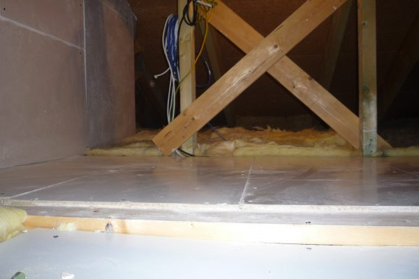 Výstavba RD Citice-výstavba domu na klíč !! Detailní fotogalerie stavby  !! | zateplení stropu a revizní lávka s prostorem na odkládání věcí - zateplení stropu a revizní lávka s prostorem na odkládání věcí