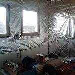 V dodávce pro stavbu domu svépomocí je rovněž dodána reflexní folie včetně polystyrenů 3cm na vnitřní příčky mezi latě