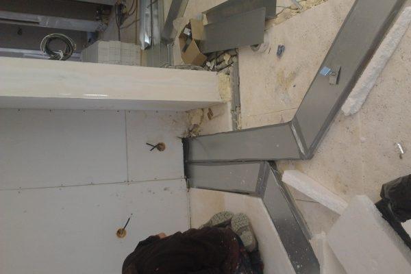 Výstavba RD Karlovy Vary-výstavba domu na klíč-moduly 30 cm  !! Detailní fotogalerie stavby  !! | Po dokončení montáže sádrokartonových konstrukcí(netmelíme) přichází na řadu v tomto domě montáž rekuperačních rozvodů - Po dokončení montáže sádrokartonových konstrukcí(netmelíme) přichází na řadu v tomto domě montáž rekuperačních rozvodů