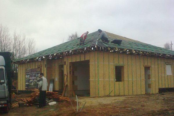 Výstavba RD Karlovy Vary-výstavba domu na klíč-moduly 30 cm  !! Detailní fotogalerie stavby  !! | Pokládka střešní folie - Pokládka střešní folie