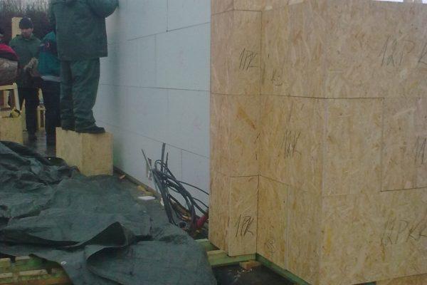 Výstavba RD Karlovy Vary-výstavba domu na klíč-moduly 30 cm  !! Detailní fotogalerie stavby  !! | Postaveny 5- řady modulů cca 2 1/2 hodiny práce - Postaveny 5- řady modulů cca 2 1/2 hodiny práce