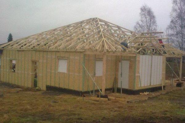 Výstavba RD Karlovy Vary-výstavba domu na klíč-moduly 30 cm  !! Detailní fotogalerie stavby  !! | Střešní vazníková konstrukce -HOTOVO - Střešní vazníková konstrukce -HOTOVO