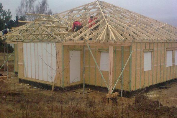 Výstavba RD Karlovy Vary-výstavba domu na klíč-moduly 30 cm  !! Detailní fotogalerie stavby  !! | Střešní vazníková konstrukce - Střešní vazníková konstrukce