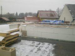 Pohled na zakrytou konstrukci z důvodu nepříznivého počasí. Výstavba probíhala v zimě, náš systém neklade žádné omezení na roční období.