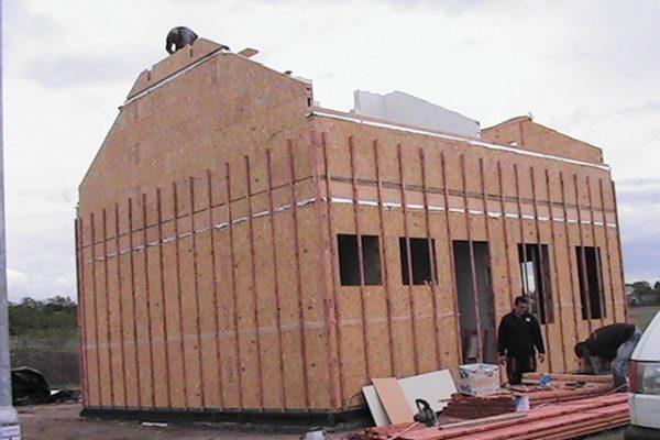 Výstavba RD Kly-výstavba domu na klíč | Dokončování štítových stěn laťování obvodových a vnitřních stěn - Dokončování štítových stěn laťování obvodových a vnitřních stěn