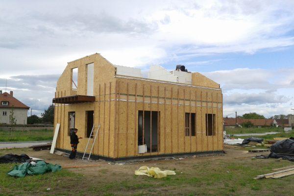 Výstavba RD Kly-výstavba domu na klíč | Dokončování štítových stěn,montáž podlahy balkonu - Dokončování štítových stěn,montáž podlahy balkonu