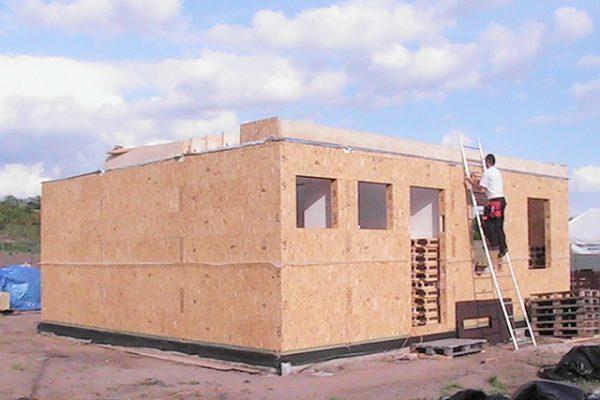 Výstavba RD Kly-výstavba domu na klíč | Montáž podlah-starý způsob,podlahy se montovaly až přímo v patře(dnes již podlahy stavebnice-panelové,montujeme na zemi, úspora 1 1/2 dne) - Montáž podlah-starý způsob,podlahy se montovaly až přímo v patře(dnes již podlahy stavebnice-panelové,montujeme na zemi, úspora 1 1/2 dne)