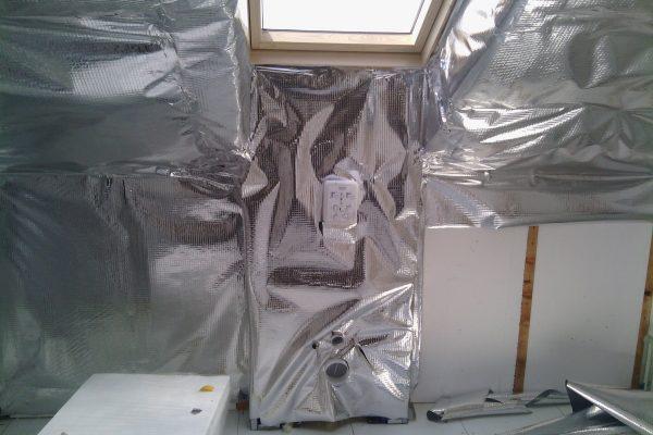 Výstavba RD Kly-výstavba domu na klíč | Montáž reflexní ALU odrazivé folie - Montáž reflexní ALU odrazivé folie