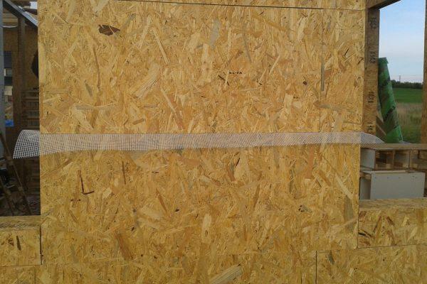 Výstavba RD Kly-výstavba domu na klíč | Postavené  4- řady modulů cca 1 1/2 hodiny práce-natažení perlinkového pásu k zabránění sesedání climatizeru do obvodových stěn při plnění - Postavené  4- řady modulů cca 1 1/2 hodiny práce-natažení perlinkového pásu k zabránění sesedání climatizeru do obvodových stěn při plnění
