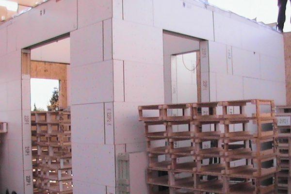 Výstavba RD Kly-výstavba domu na klíč | Postavené  7- řad modulů cca 3 1/2 hodiny práce -umístění překladů nad okna a dveře - Postavené  7- řad modulů cca 3 1/2 hodiny práce -umístění překladů nad okna a dveře