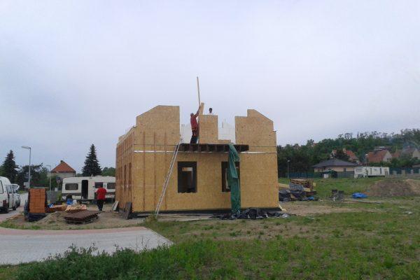 Výstavba RD Kly-výstavba domu na klíč | Začínáme štítové stěny+ laťování obvodových a vnitřních stěn - Začínáme štítové stěny+ laťování obvodových a vnitřních stěn