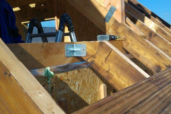 Výstavba RD Trubín-dřevostavba domu svépomocí- Čistá stavba – !! Stavba patra bez Koordinátora !! | Také palubkový podhled je natřen dle barevnosti přání zákazníka. - Také palubkový podhled je natřen dle barevnosti přání zákazníka.