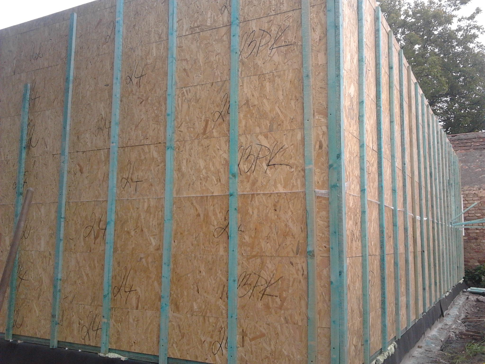 Výstavba RD Velim-výstavba domu na klíč | Laťování venkovní ploch stěn pro fixaci a spojení řad modulů v jeden celek-venkovní  laťování po 50cm -zároveň tímto tvoříme pro vložení polystyrenové desky první části venkovního zateplení  domu - Laťování venkovní ploch stěn pro fixaci a spojení řad modulů v jeden celek-venkovní  laťování po 50cm -zároveň tímto tvoříme pro vložení polystyrenové desky první části venkovního zateplení  domu