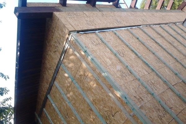 Výstavba RD Velim-výstavba domu na klíč | montáž palubkového podhledu-opět dle přání barevnosti zákazníka - montáž palubkového podhledu-opět dle přání barevnosti zákazníka