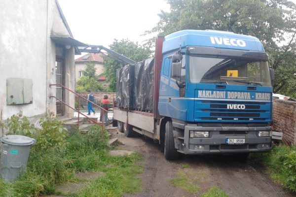 Výstavba RD Velim-výstavba domu na klíč | Příjezd kamionu na stavbu - Příjezd kamionu na stavbu