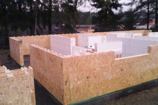 Výstavba RD Velká Hleďsebe-dřevostavba domu svépomocí | Postavené  3-řady modulů cca hodinka práce - Postavené  3-řady modulů cca hodinka práce