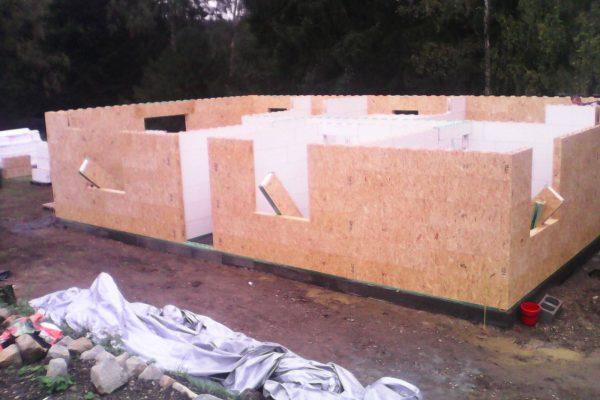 Výstavba RD Velká Hleďsebe-dřevostavba domu svépomocí | Postavené  4- řady modulů cca 1 1/2 hodiny práce - Postavené  4- řady modulů cca 1 1/2 hodiny práce