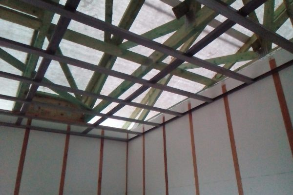 Výstavba RD Velká Hleďsebe-dřevostavba domu svépomocí | Střešní vazníková konstrukce - Střešní vazníková konstrukce