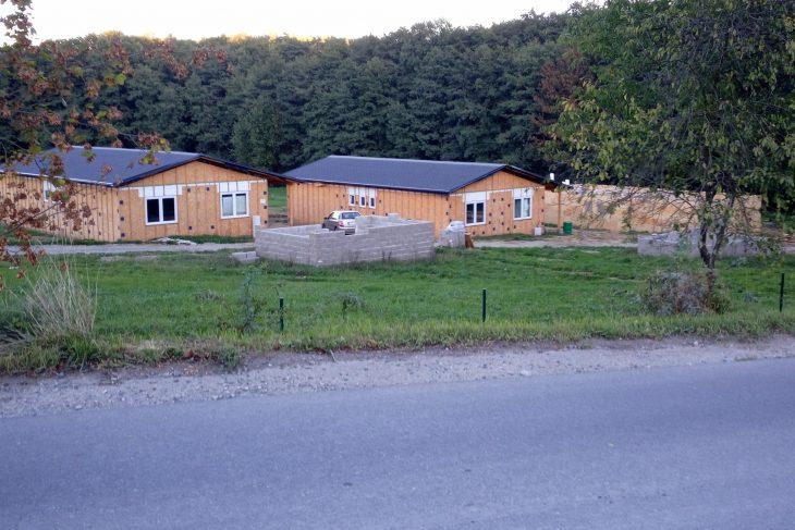 Postavený dům - Chaty (2 ks)Škola Taekwon-do